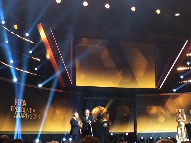 FIFAバロンドール2014 賀川浩さんがFIFA会長賞を受賞 | JFA|公益財団法人日本サッカー協会