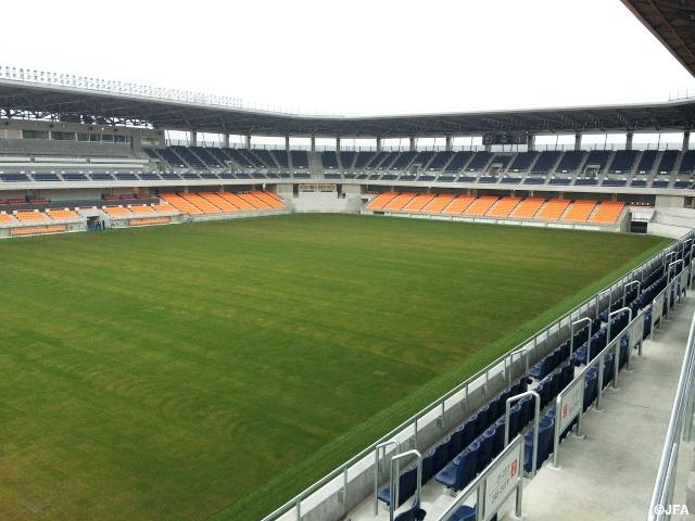 南長野運動公園総合球技場が竣工
