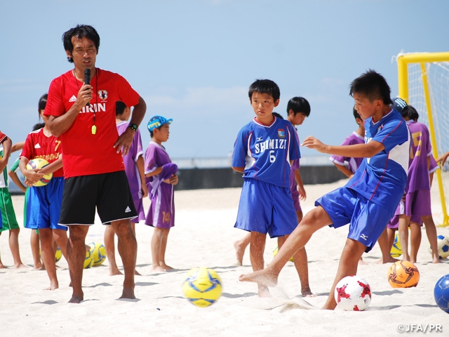 JFAビーチサッカー巡回クリニックに兵庫県の小学生160名が参加