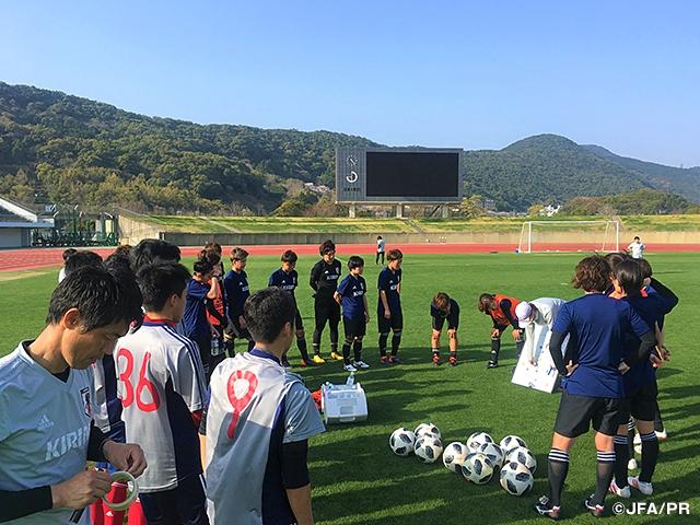 なでしこジャパン 試合を想定し男子選手とトレーニング