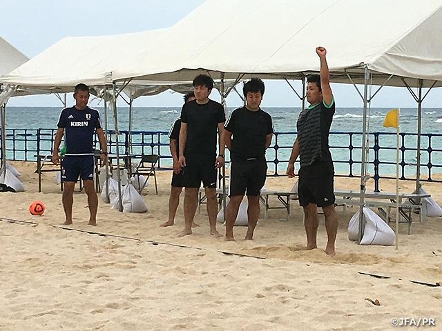 ビーチサッカー審判研修会を沖縄県宜野湾市で実施
