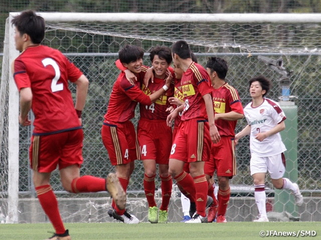 EAST kicks-off second half with fixture between high school teams at the 10th Sec. of the Prince Takamado Trophy JFA U-18 Football Premier League