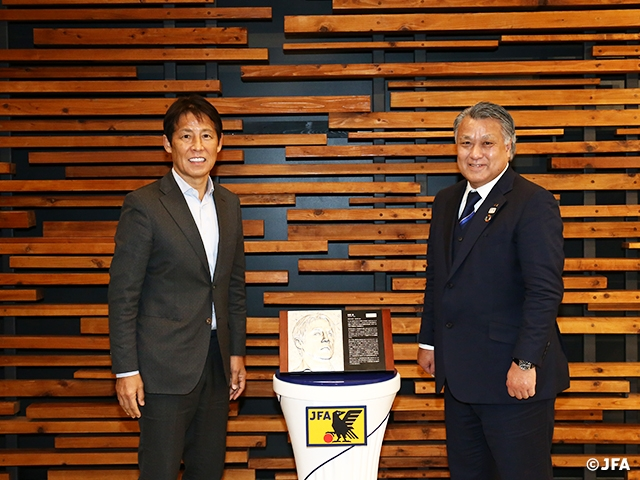 Commemorative Relief awarded to Mr. NISHINO Akira, inductee of the 16th selection of Japan Football Hall of Fame
